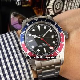 Lunette rouge en Ligne-Nouvelle Héritage Black Bay GMT M79830RB-0001 cadran noir asiatique 2813 automatique Mens Mens Watch bleu / lunette rouge en acier inoxydable bande de montre pour hommes