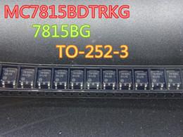 lâmpada difusa led Desconto 30 pçs / lote Novo Triode MC7815BDTRKG 7815BG TO-252-3 em estoque frete grátis