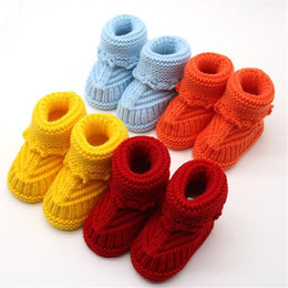 Stivali da bambino infilati online-Infantile Ragazzi Ragazze Scarpe Knitting Lace Crochet Fibbia Handcraft Inverno Stivali Bambini Stivaletti Neonato Toddler First Walker Soft BFOF