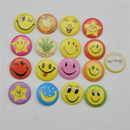 Accessori viso smiley online-100pcs 30MM 45MM Sorriso misto viso Distintivi Pin sul pulsante spilla Faccina sorridente Sorriso Fun Badge Accessori gioielli fai da te