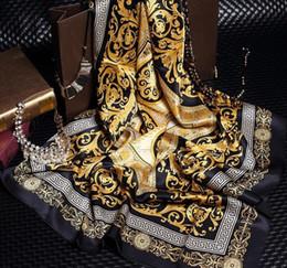 2019 grauer fransenschal Wholesale berühmte Art 100% Silk Schals für Frau und Mann-Normallack-Goldschwarz-Hals-Druck-weiche Art- und Weiseschal-Frauen-Silk Schal-Quadrat