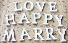 виниловый виниловый винил Скидка Home Decor украшения толщиной древесины деревянные белые буквы алфавита Свадьба День Рождения 8cmX1.2 см