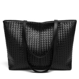Trendy fashion personality woven bag large capacity wild shoulder bag  fashion leisure tote bag free shipping trendy cross body bags on sale 1cfc96c77d881
