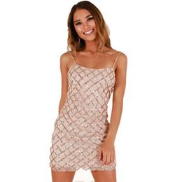 f61be8381110c High-end Yaz Kısa Elbiseler Rahat Yeni Varış Bayan Seksi Madeni Pul  Backless Kolsuz Shift Sıcak Mini Sling Elbise Clubwear