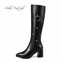 Arden Furtado 2017 зима натуральная кожа модные заклепки копыта на каблуках женщина большой размер обувь малого размера женщины плюшевые сапоги гольфы supplier small size heel boots от Поставщики маленькие каблуки