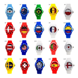 Canada Coupe du Monde Sport Montres Silicone Drapeau Quartz Analogique Montre-Bracelet Mode Russie Brésil Américain Flag Montres Football Fan Souvenir Montre cheap analog fan Offre