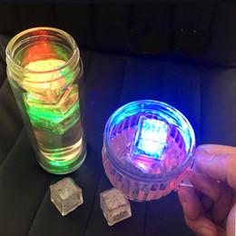 Canada RGB flash led cube lumières Ice Cubes lampes Capteur De Liquide Flash Eau Submersible Barre LED Allumer pour Club De Mariage Partie Champagne Tour cheap lamp liquid Offre