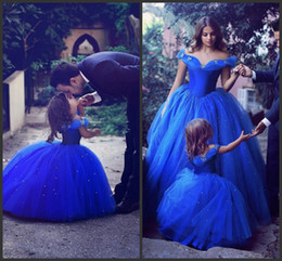 2019 vestido de noiva azul-real de cinderela Inspirado por Cinderela 2018 novo azul fora do ombro uma linha Flower Girl 'vestidos de cristais de tule vestidos de festa de casamento das meninas 623 vestido de noiva azul-real de cinderela barato