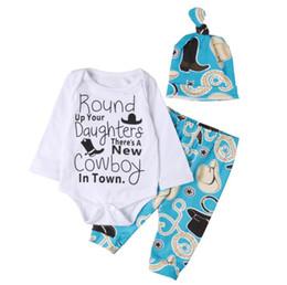 2019 patrones de mameluco de niños Nacidos Niños bebés Brown sombreros de vaquero zapatos del modelo Romper Sombrero pantalones 3pcs de trajes de impresión de la letra de los niños ropa de niño 0-18M BY0309 patrones de mameluco de niños baratos