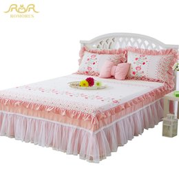 Wholesale girls full size bedding - ROMORUS 3-Piece Set Princess Lace Bed Skirt Set Pure Cotton Soft Bed Sheet Quality Bedspread for Girls King Queen Full Twin Size