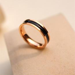 Plastik-rosenband online-Top Fashion Schwarz und Weiß Kunststoff Ring, Titan Stahl Rose Gold weiblichen kreativen Ring weiblichen Modeschmuck