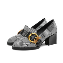 Wholesale plaid pumps - 2018 Spring New Woman's Shoes High Heels Tip Plaid Cloth + Leather Fashion Large 40 41 42 Size 33-43