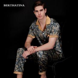 Pijamas cortos de dos piezas de seda online-BERTHATINA 2018 Pijamas de primavera y verano Conjuntos de dos piezas Pantalones y tops Batas Pantalones de manga corta Homewear Faux Silk 2PC