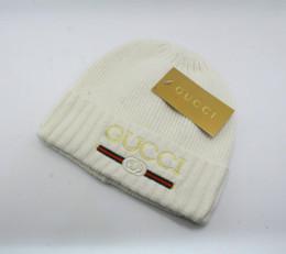 masque de ski à gros trous Promotion 2018 NOUVEAU gros-Livraison gratuite HOT femelle chapeau mignon hiver tricoté bille perles à la main crochet acrylique chaud dames chapeau haute qualité
