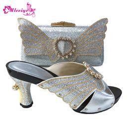 b52c63f6 Nueva llegada de plata italiana zapatos de mujer y conjunto de bolsas  decorado con diamantes de imitación Nigeriano mujeres zapatos de boda y conjuntos  de ...