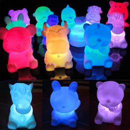 2019 luzes da noite em forma de animais 12 Zodíaco Animal Em Forma de Crianças Light-Up Brinquedos Novidade LED 7-Cor Mudando Lâmpada Da Noite Dos Miúdos Presentes de Aniversário Atacado luzes da noite em forma de animais barato