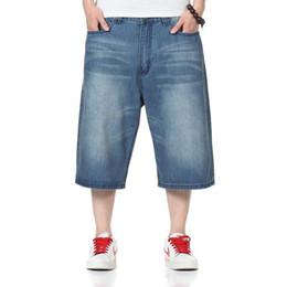 Frete Grátis por atacado Homens Soltos Plus Size 46 Calças de Skate Casual Calça Jeans Largas Perna Larga Hip Hop Calções de Ganga Denim cheap wide leg shorts men de Fornecedores de homens de perna larga