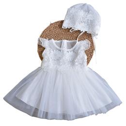 Canada Vente chaude 2018 robe de baptême pour nouveau-né bébé fille dentelle blanche vêtements 1er 2 anniversaire tenue tenue et robe de mariée avec capuchon cheap christening dresses for sale Offre