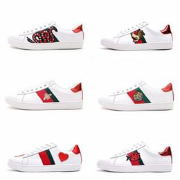 ama la scatola del fiore del cuore Sconti Mens Designer Luxury Shoes Casual Shoes White Girls Women Sneakers Advanced Materiale Bee Flower Snake Heart Love in vera pelle con scatola
