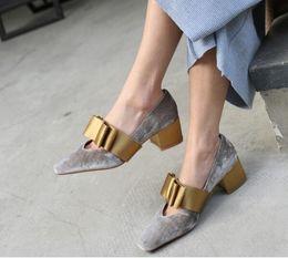 Zapatos de vestir de terciopelo grandes de terciopelo con punta cuadrada Zapatos de fiesta de noche de verano con tacones altos de tacón medio desde fabricantes