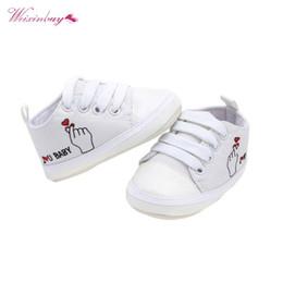 Zapatos de bebé de suela blanda corazón online-Infantil Baby Girl Girl Shoes Heart Print Sole Soft Canvas Calzado Sólido Para Recién Nacidos Toddler Cuna Mocasines