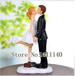 "Wholesale Bride Groom Boxes - ""kiss of the station box"" bride and groom wedding cake topper figurine for wedding party cake decorations with free shipping"