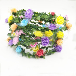 Adornos de espuma online-Novia floral corona flor vid simulación Artificial hoja verde armadura diadema fiesta de espuma disfraz adorno para el pelo cabeza aro 1 54cs UU