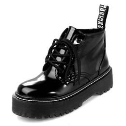 2019 laço de patente Mulheres botas curtas botas martin tornozelo sapatos patente superior grossa sola rendas até sapatos para senhoras zywb03 desconto laço de patente
