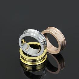 Anelli di ceramica stretti nero / bianco / rosa, oro giallo / oro rosa / platino placcato in platino Acciaio inossidabile / gioielli moda uomo / fidanzamento da