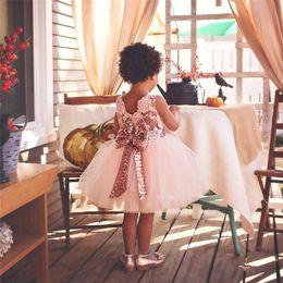 vestido de tutu de niñas lindas Rebajas 2019 Cute Blush Pink Flower Girls Tutu Vestidos con gran lentejuelas arco Tul Puffy Little Girls vestidos de bola para el banquete de boda MC0641