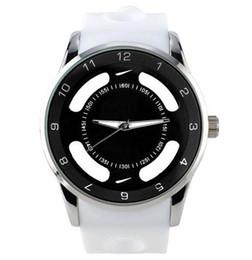 Argentina Nueva marca de moda para mujer, hombres, relojes de silicona, banda de cuarzo, reloj de pulsera, mujer, hombres, relojes de pulsera al por mayor y al por menor envío gratuito Suministro