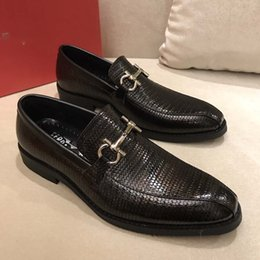 Человек мокасины люксовый бренд мужчины платье обувь бизнес свадебная обувь Мода дизайнер обувь размер 38-44 модель 238117825 cheap man models dress от Поставщики мужские модели платья