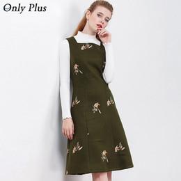 Seulement les robes des femmes en Ligne-SEULEMENT PLUS brodé robe florale hiver sans manches femmes Dress Casual Vintage Ladies Dresses A-Line Tank Woolden robes