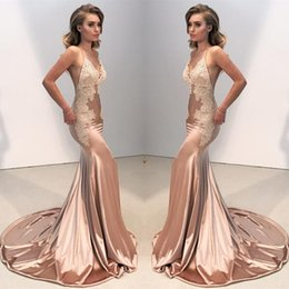 Wholesale long satin fitted dress - Sexy V Neck Backless Lace Fitted Prom Dress 2018 Mermaid Spaghetti Straps Arabic Long Evening Gowns Appliques