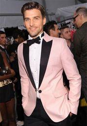Nova Moda Rosa Do Noivo Do Casamento Smoking Two Piece Um Botão Clássico Fit Preto Pico Lapela Padrinhos Ternos Men Party Suit (Jacket + Calças) de