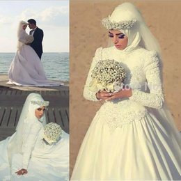 Wholesale hijab wedding dresses plus size - Long Sleeves Arabic Hijab Muslim Wedding Dresses with Beaded Pearls High Neck Custom Made 2018 Romantic Appliques Lace White Bridal Gowns