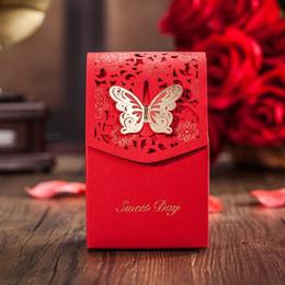 """Caja de dulces día dulce online-Favores de la boda Cajas de regalo La boda del """"Día dulce"""" rojo favorece la caja del caramelo de chocolate de los regalos del partido con la mariposa Tamaño grande"""