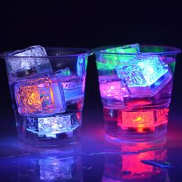 Aoto цвет LED Ice Cubu мини романтический световой куб искусственный лед Cube Flash LED свет в воде свадьба Рождество событие украшения партии от Поставщики натуральные прорезывающие кольца