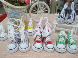 Wholesale mini tennis keychain - 9 Color Mini 3D Sneaker Keychain Canvas Shoes Key Ring Tennis Shoe Chucks Keychain Favors 7.5*4*3.5cm left foot right foot