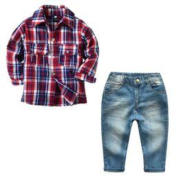 Wholesale Angleterre style garçon vêtements mode rouge à carreaux à manches longues t shirt et jeans pantalon ensemble en gros printemps automne bébé garçons vêtements ensemble