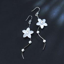 16686a3a8a36 Pendientes De Distribuidores Flores Con Descuento Blancas Plata fybIYg7v6