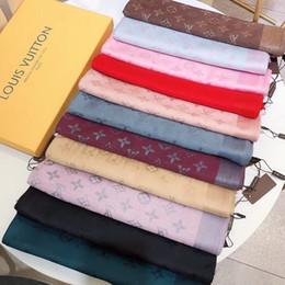 2019 dessins d'écharpe à tricoter 2018 la dernière écharpe en tricot de coton coloré haut de gamme, célèbre foulard en laine de la marque design dessins d'écharpe à tricoter pas cher