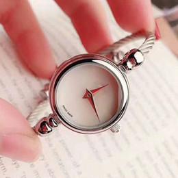 Nuevos relojes diseños para niñas online-Nueva Llegada de Plata Negro de Lujo de Diseño de Marca Concha Dial Pulsera Reloj Vestido Femenino Mujeres Niñas Brazalete Reloj Reloj de Pulsera Relogio Feminino