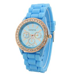 Vintage geneva наблюдает за женщинами онлайн-Fashion Geneva Wristwatch Vintage Golden Crystal Rhinestone Watches Silicone Strap Quartz Wrist Watch for Ladies Women 026C 3B84