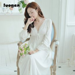 Scollo a V bianco Sexy lungo Sleep Lounge Sleepwear manica lunga Backless  Lace Princess Vintage camicia da notte donne Sleeping Dress camicette da  notte ... 937beb6a3
