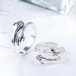 823ec1f360bb Nuevo Diseño Creativo Vintage Simple Open Love Hug Ring Personalidad Mano  Femenina Anillos Ajustables para Las Mujeres Joyería de Moda Regalo
