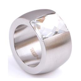 Anéis de casamento de 14mm on-line-QCOOLJLY Moda 14mm de Luxo de Ouro / Prata Cor Anéis de Cristal de Aço Inoxidável Grande Feminino Titanium Anel de Dedo de Casamento para As Mulheres
