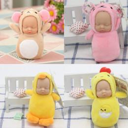 Hebillas de muñeca online-Nuevo juguete de peluche lindo llaveros de dibujos animados durmiendo Baby Doll Keys Buckle Knapsack colgante Multi Color 6yk C