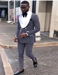 2019 finition noire 2019 Mode Tuxedos Groom Élégant Costme Homme Terno Blazer Châle Revers Double Poitrine Costumes De Mariage (Veste + Pantalon + Arc)