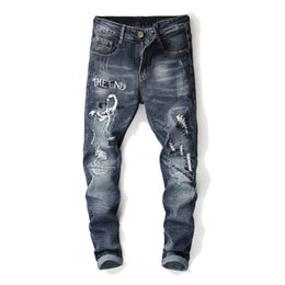 Jeans di ricamo maschile online-Vendita calda jeans ricamo strappato foro jeans uomo Slim Fit dritto Denim Uomini Patchwork Designer Homme Vaqueros Hombre